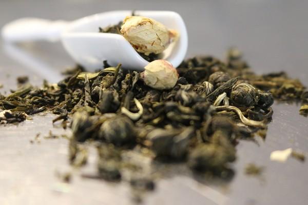 Buddhas kleines Geheimnis (Grüner und Weißer Tee mit Pfirsich-Jasmin-Geschmack)