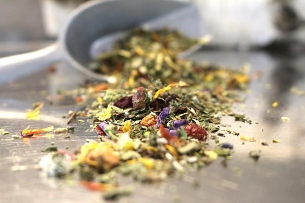 Basentee Wohlfühlkräuter, 100g (Naturbelassener Tee fürs Wohlgefühl)